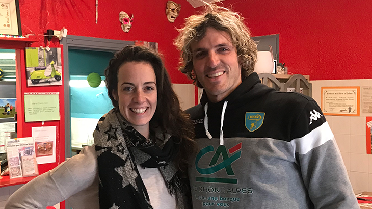 Linda from the Veenity-Team with Mirco Bergamasco happy to eat at a vegan pizza place.